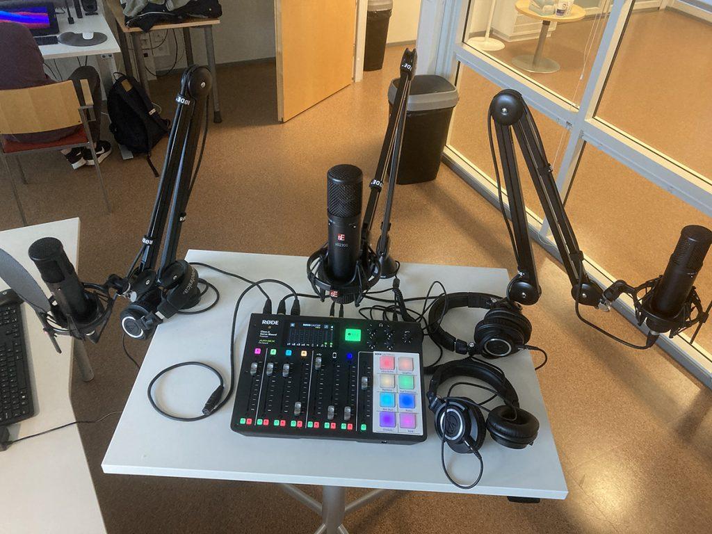 Podcast-pöytä.