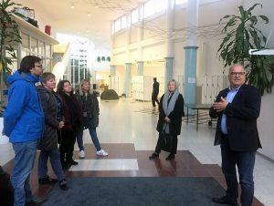 START IN -hankkeen toimijoita vierailulla Kuokkalan yhtenäiskoulussa.