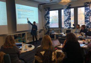 Piia Kolho START IN -tapaamisen alussa Jyväskylän ammattikorkeakoululla.