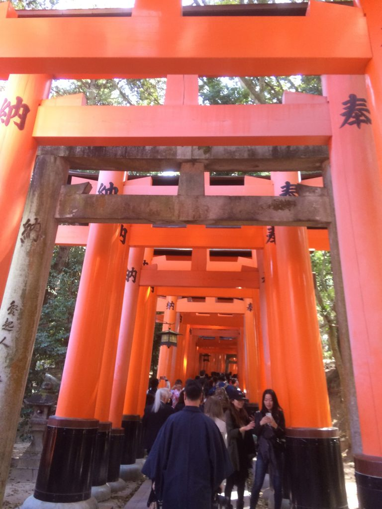 The custom to donate a torii started to spread since the Edo period (1603 – 1868) to get a wish to become true or to thank for a wish that became true. Along the main path there are around 10,000 torii gates.