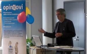 Robert Arnkil esitteli klinikalla Työelämätutka-mallia.