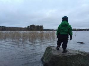 Geokätköä hakemassa syksyisessä Jyväskylässä.