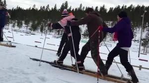 (c) Juho-Erik Rissanen Lankkuhiihtoa Paavonrinteiden hiihtoladulla.