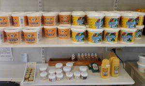 hunajapurkit myymälässä