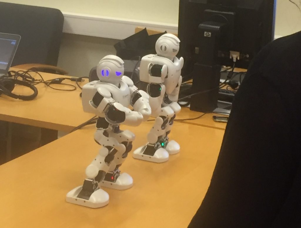 Robotit pöydällä